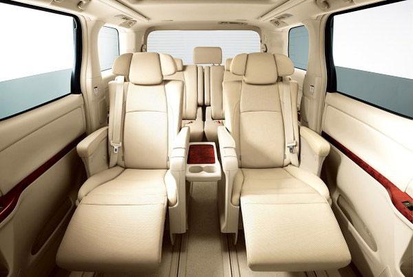 Vehicle,Car,Head restraint,Minivan,Car seat